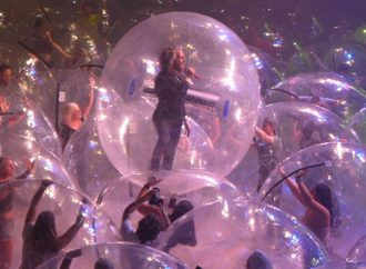 The Flaming Lips'ten 'uzay baloncuklu' konser: 'Canın cehenneme Covid-19'